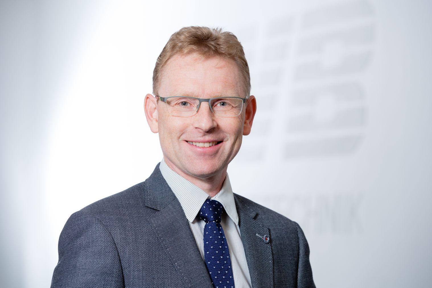 Ralf-Peter Kroschel: Geschäftsführung, CNC-Frästeile