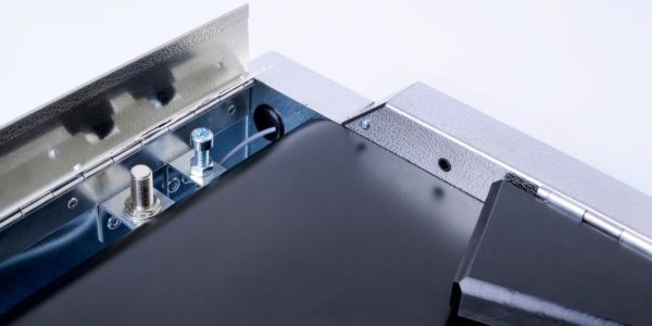 Kassenförderband mit Reinigungsklappe