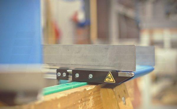 Standard Förderband mit Seitenführung und Messerkante