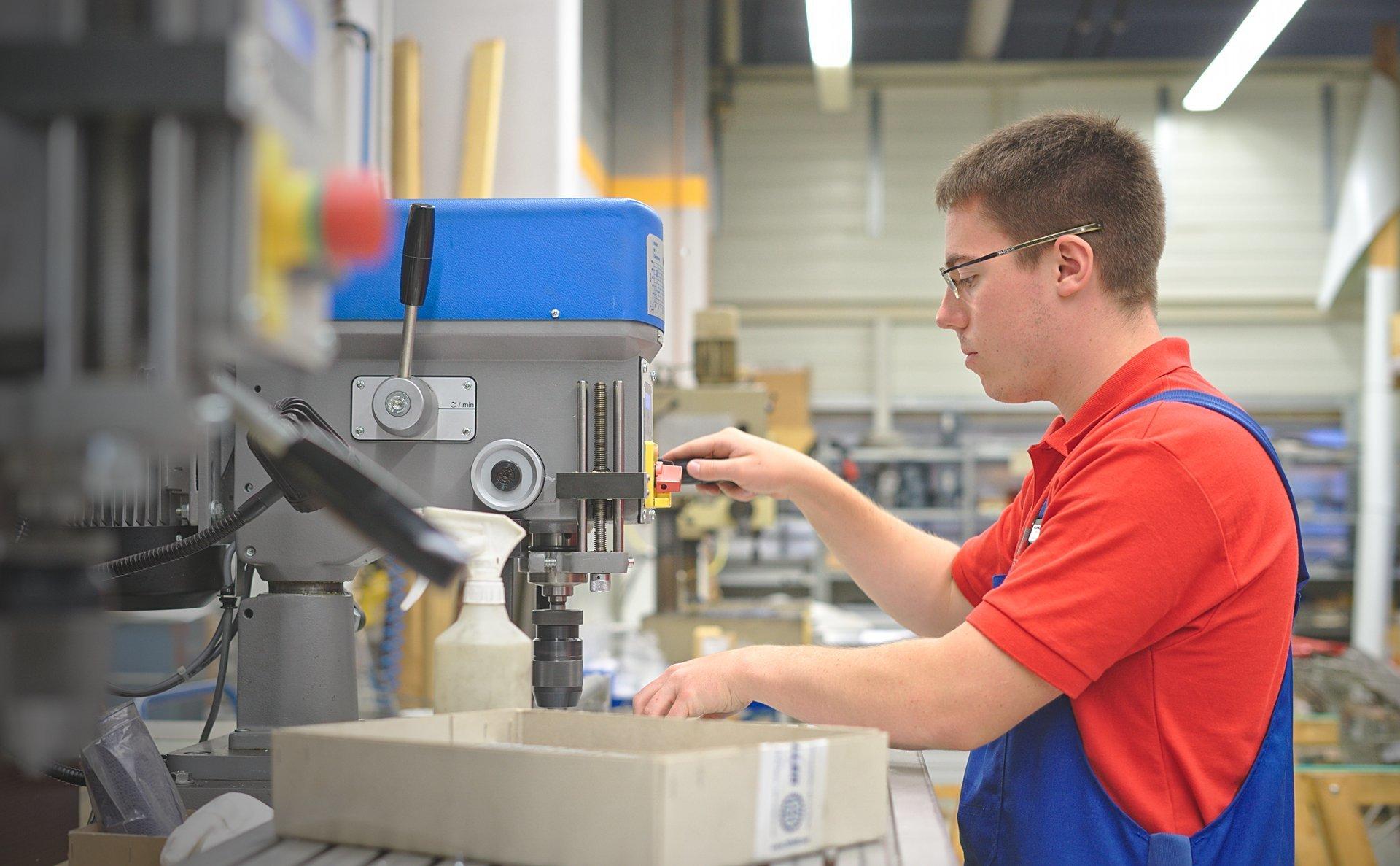 Auszubildender zum Industriemechaniker