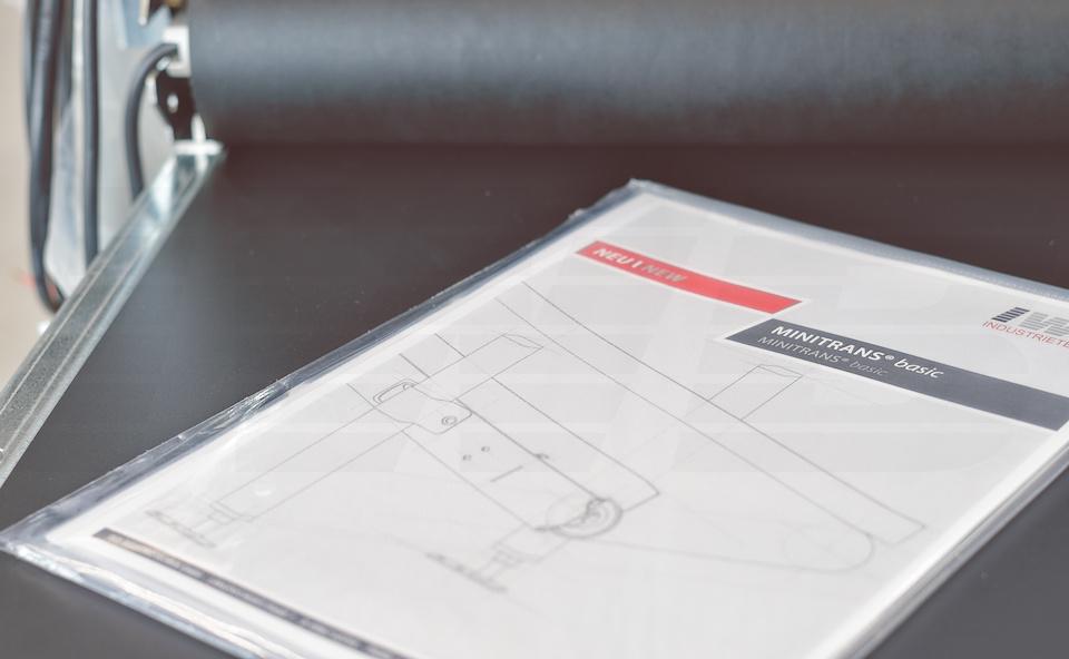 Operating instructions on conveyor belt