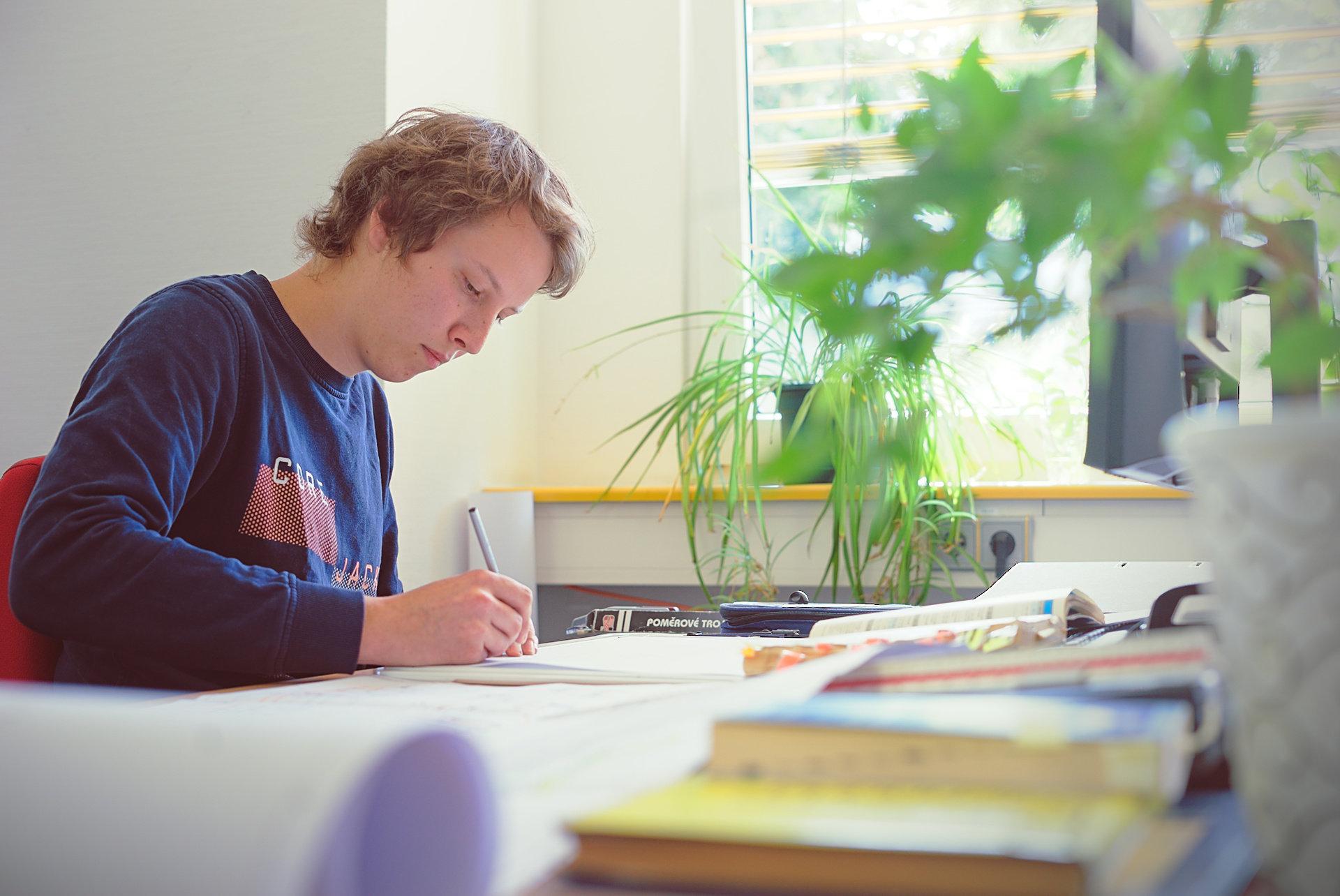 Auszubildender zum technischen Zeichner